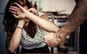 Что делать, если избил муж, куда обращаться{q}