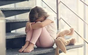 Видео взрослые оскорбляют пятнадцатилетних детей сыновей