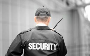 Куда нужно звонить в случае превышения полномочий охранника